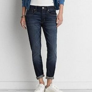 AEO Tomgirl faded dark wash jeans size 10